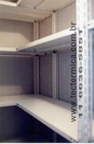 Estante em chapa reforçada para câmara frigorifica - Detalhe