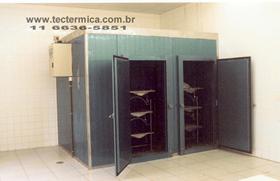 Morgue frigorifico com capacidade para 6 cadáveres
